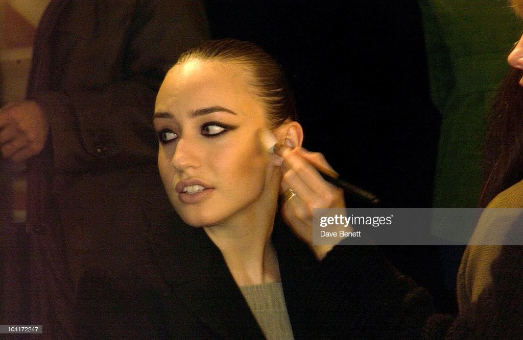 Elizabeth Jagger, Julien Macdonald Fashion Show At The Roundhouse In Camden, London, London Fashion Week 2003