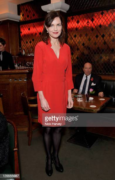 Elizabeth McGovern attends the 20th anniversary of the famous restaurant at The Ivy on November 8 2010 in London England