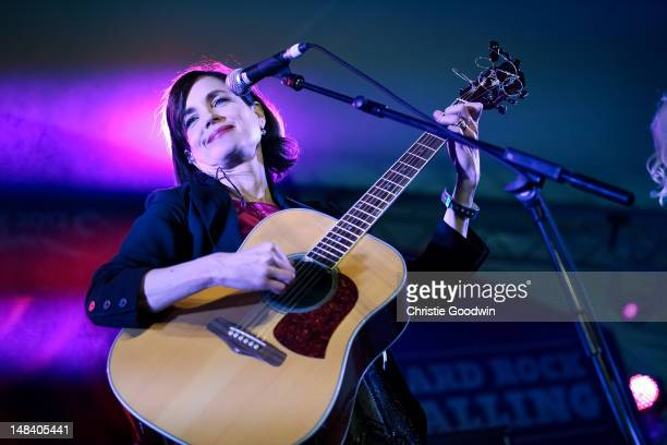 Elizabeth McGovern of Sadie The Hotheads and currently starring in the tv period drama series Downton Abbey performs on stage during Hard Rock...