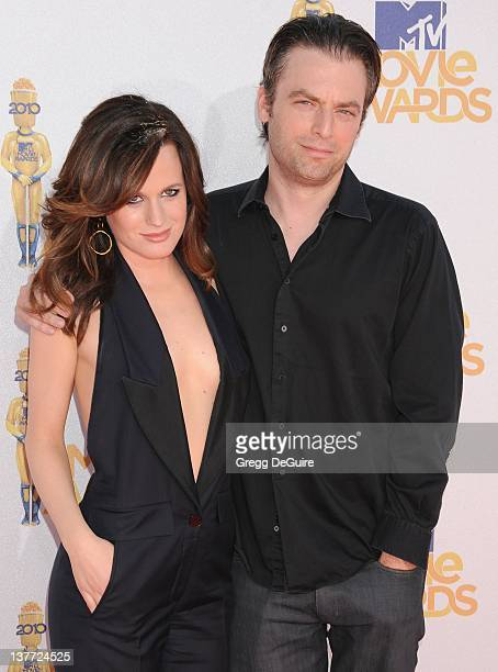 Elizabeth Reaser and Justin Kirk attend the 2010 MTV Movie Awards at the Gibson Amphitheatre on June 6 2010 in Universal City California