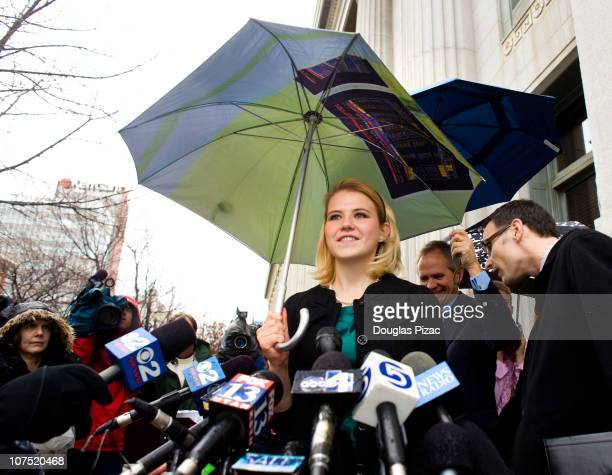 Elizabeth Smart makes her statement to the media outside federal court after the verdict in the Brian David Mitchell trial on December 10 2010 in...