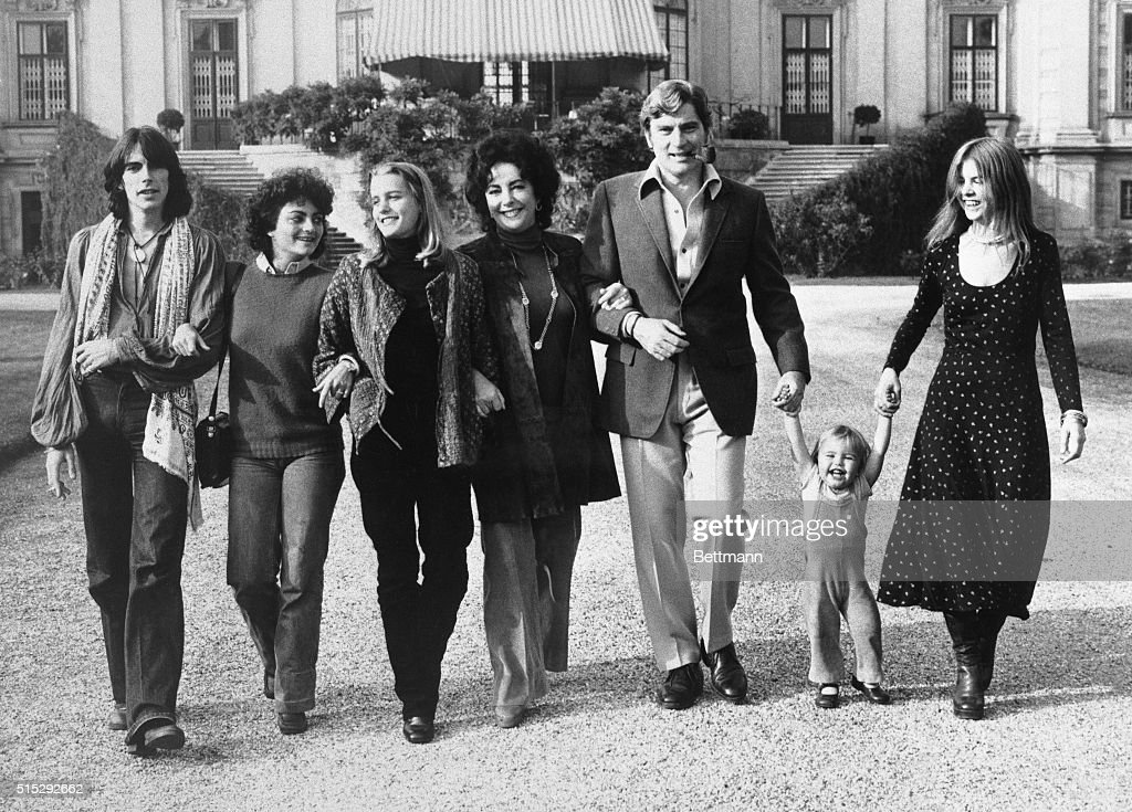 Elizabeth taylor and john warner walk arm in arm with their children