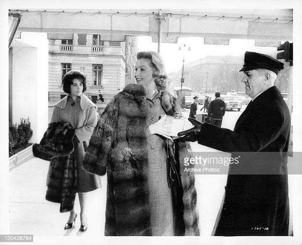 Elizabeth Taylor for the first time sees Dina Merrill in a scene from the film 'Butterfield 8' 1960