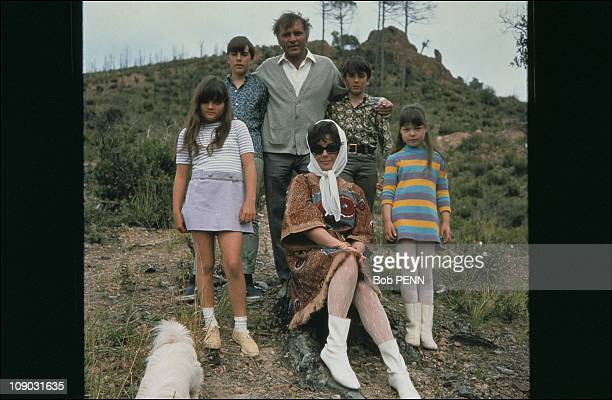 Elizabeth Taylor with Richard Burton and children Michael Wilding Chistopher Wilding Elisabeth Todd and Maria Burton in 1967