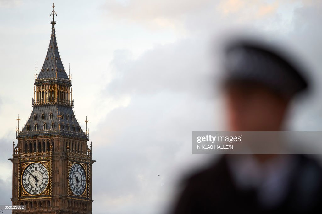 TOPSHOT - Elizabeth Tower (Big Ben) is seen at the Houses of Parliament in central London on March 22, 2017 as emergency services deal with the aftermath of a terror incident. British police shot a suspected attacker outside the Houses of Parliament in London on Wednesday after an officer was stabbed in what police said was a 'terrorist' incident. One woman has died and others have 'catastrophic' injuries following a suspected terror attack outside the British parliament, local media reported on Wednesday citing a junior doctor. / AFP PHOTO / Niklas HALLE'N
