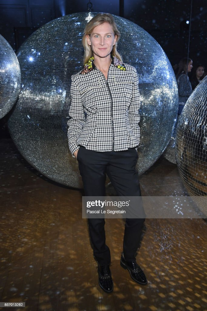 elizabeth-von-guttman-attends-the-moncler-gamme-rouge-show-as-part-of-picture-id857013262
