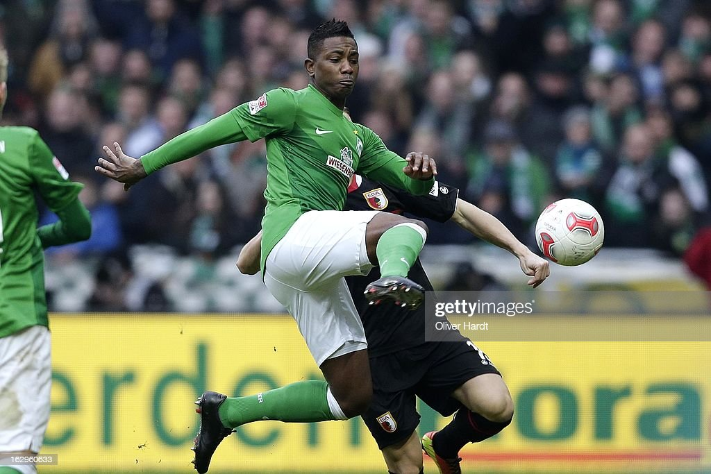 <a gi-track='captionPersonalityLinkClicked' href=/galleries/search?phrase=Eljero+Elia&family=editorial&specificpeople=2199495 ng-click='$event.stopPropagation()'>Eljero Elia</a> (L) of Bremen and Matthias Ostrzolek (R) of Augsburg battle for the ball during the Bundesliga match between SV Werder Bremen and FC Augsburg at Weser Stadium on March 2, 2013 in Bremen, Germany.