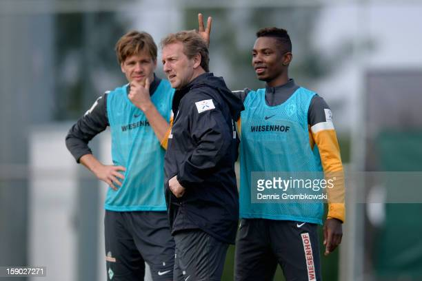 Eljero Elia of Bremen jokes with assistant coach Matthias Hoenerbach during a training session at day two of the Werder Bremen Training Camp on...