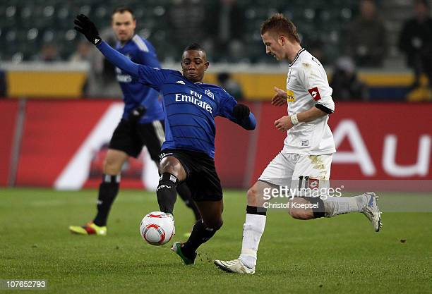 Eljero Elia of Hamburg challenges Marco Reus of Gladbach during the Bundesliga match between Borussia Moenchengladbach and Hamburger SV at Borussia...