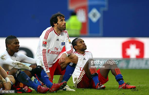 Eljero Elia Ruud van Nistelrooy and Ze Roberto of Hamburg look dejected after the Bundesliga match between Hamburger SV and Hertha BSC Berlin at HSH...
