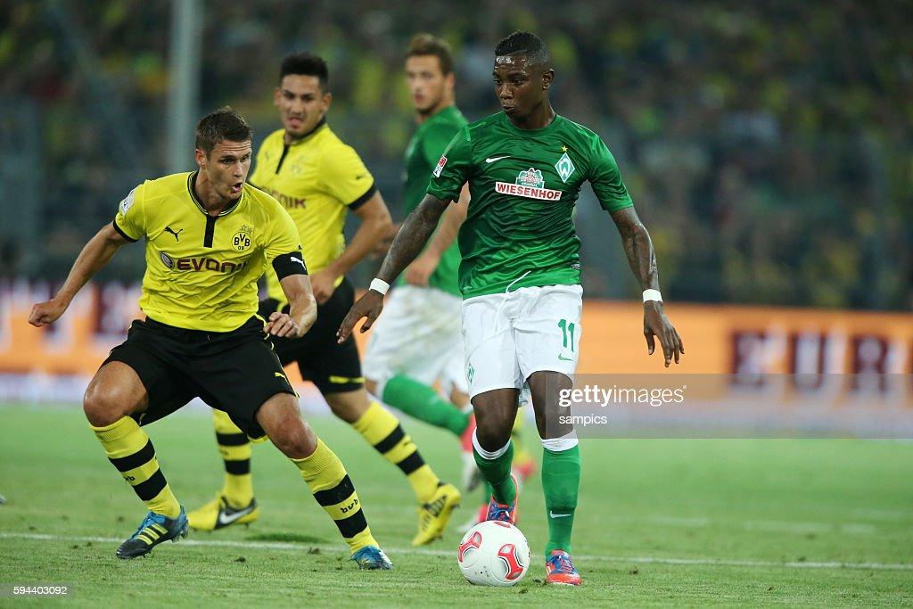 Eljero Elia SV Werder Bremen gegen Sebastian Kehl Borussia Dortmund 1 Bundesliga Fussball Borussia Dortmund BVB SV Werder Bremen 21 2482012 Saison...