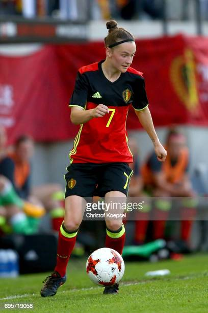 Elke van Gorp of Belgium runs with the ball during the Women's International Friendly match between Belgium and Japan at Stadium Den Dreef on June 13...