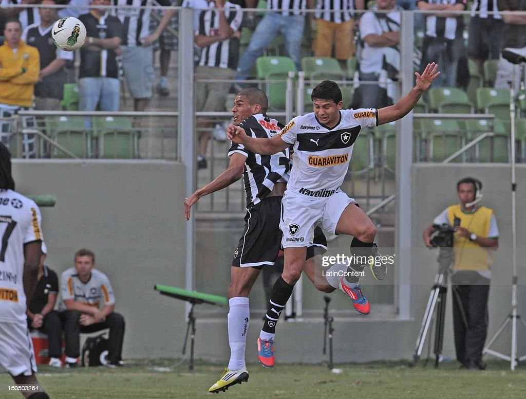 Elkeson of Botafogo during a match between Botafogo and Atletico MG as part ot the Brazilian Championship at Independence Stadium on August 19, 2012 in Belo Horizonte, Brazil.