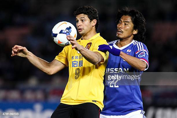 Elkeson of Guangzhou Evergrande and Yuji Nakazawa of Yokohama F Marinos battle for the ball during the AFC Asian Champions League match between...