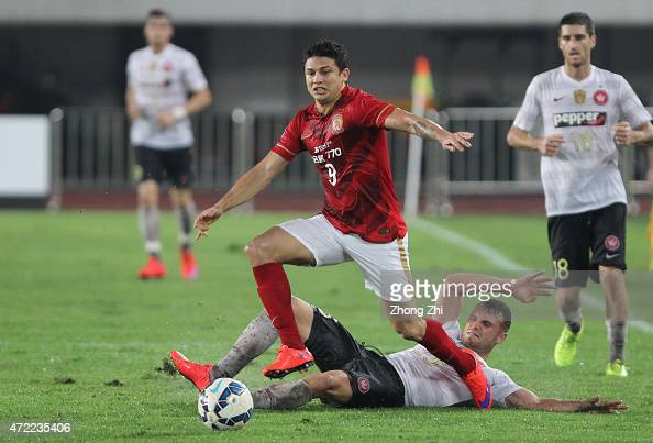 Elkeson of Guangzhou Evergrande competes the ball with Sam Gallaway of Western Sydney Wanderers during the AFC Asian Champions League match between...