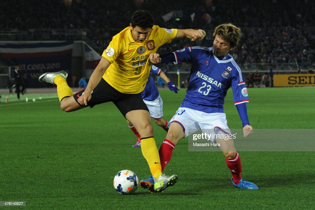 Elkeson #9 of Guangzhou Evergrande in action during the AFC Champions League Group G match between Yokohama F.Marinos and Guangzhou Evergrande at Nissan Stadium on March 12, 2014 in Yokohama, Japan.