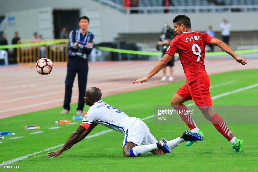 Shanghai SIPG v Guizhou Hengfeng - Chinese Super League