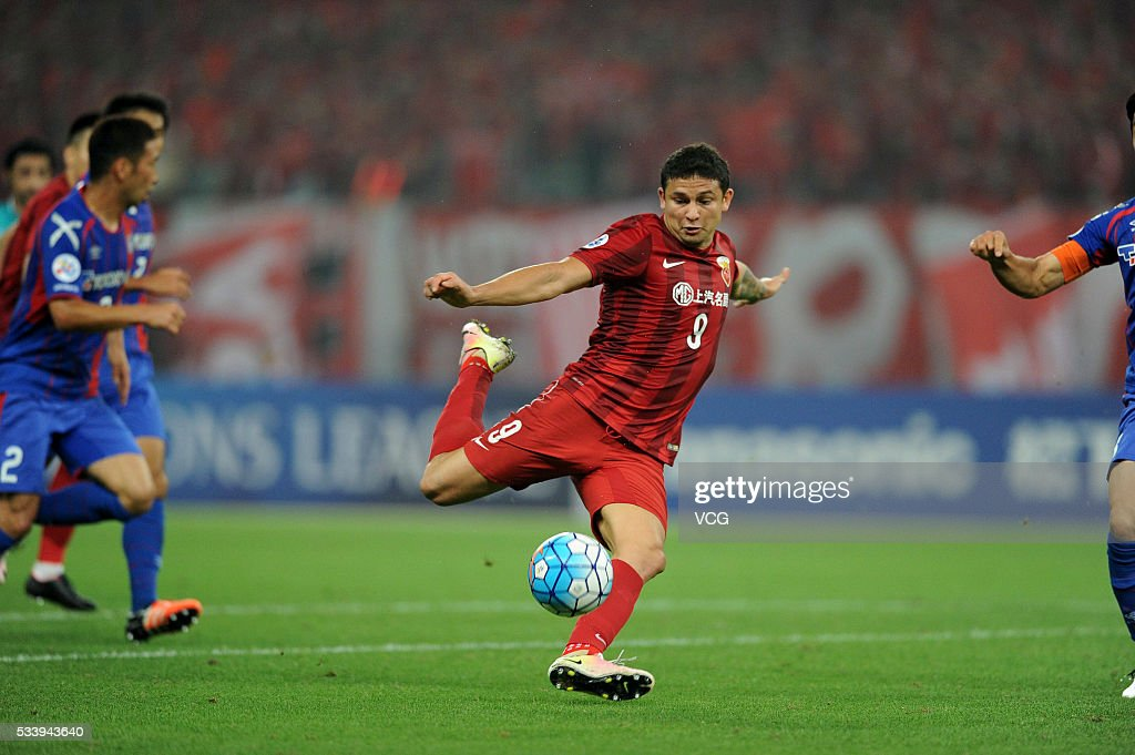 <a gi-track='captionPersonalityLinkClicked' href=/galleries/search?phrase=Elkeson+-+Soccer+Player&family=editorial&specificpeople=6343595 ng-click='$event.stopPropagation()'>Elkeson</a> #9 of Shanghai SIPG shoots the ball during the 1/8 match of AFC Asia Champions League between Shanghai SIPG and FC Tokyo at Shanghai Stadium on May 24, 2016 in Shanghai, China.