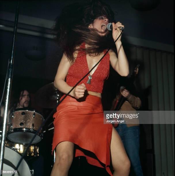 Elkie Brooks of Vinegar Joe performs on stage in 1973 in London