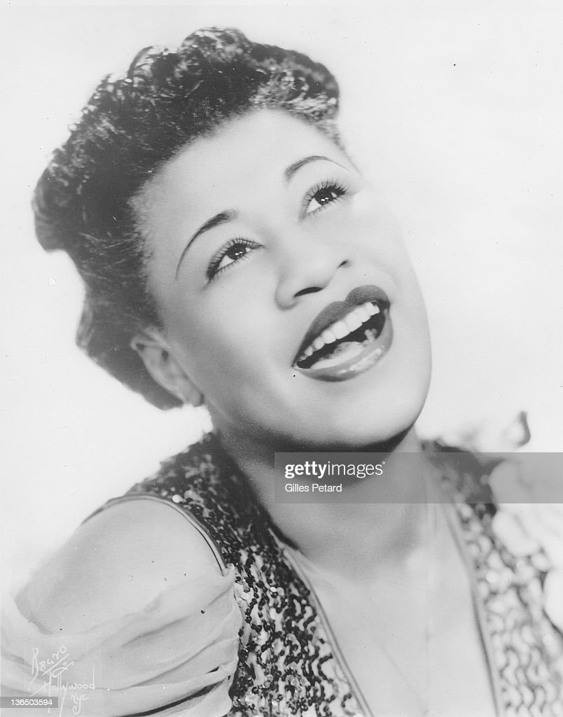 <a gi-track='captionPersonalityLinkClicked' href=/galleries/search?phrase=Ella+Fitzgerald&family=editorial&specificpeople=90780 ng-click='$event.stopPropagation()'>Ella Fitzgerald</a>, studio portrait, USA, 1935.