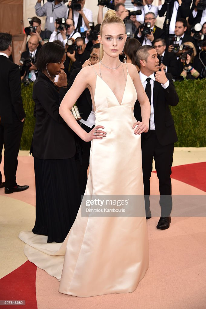 elle-fanning-attends-the-manus-x-machina-fashion-in-an-age-of-gala-picture-id527343682