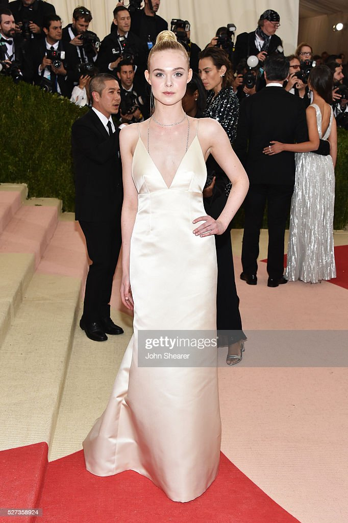 Elle Fanning attends the 'Manus x Machina: Fashion In An Age Of Technology' Costume Institute Gala at Metropolitan Museum of Art on May 2, 2016 in New York City.