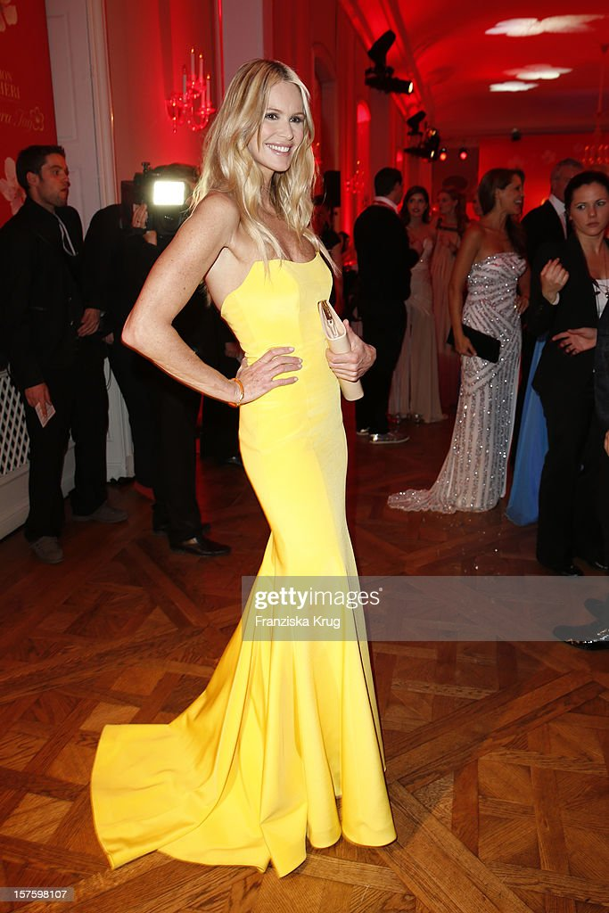 <a gi-track='captionPersonalityLinkClicked' href=/galleries/search?phrase=Elle+Macpherson&family=editorial&specificpeople=202490 ng-click='$event.stopPropagation()'>Elle Macpherson</a> attends the Barbara Tag 2012 on December 04, 2012 in Munich, Germany.