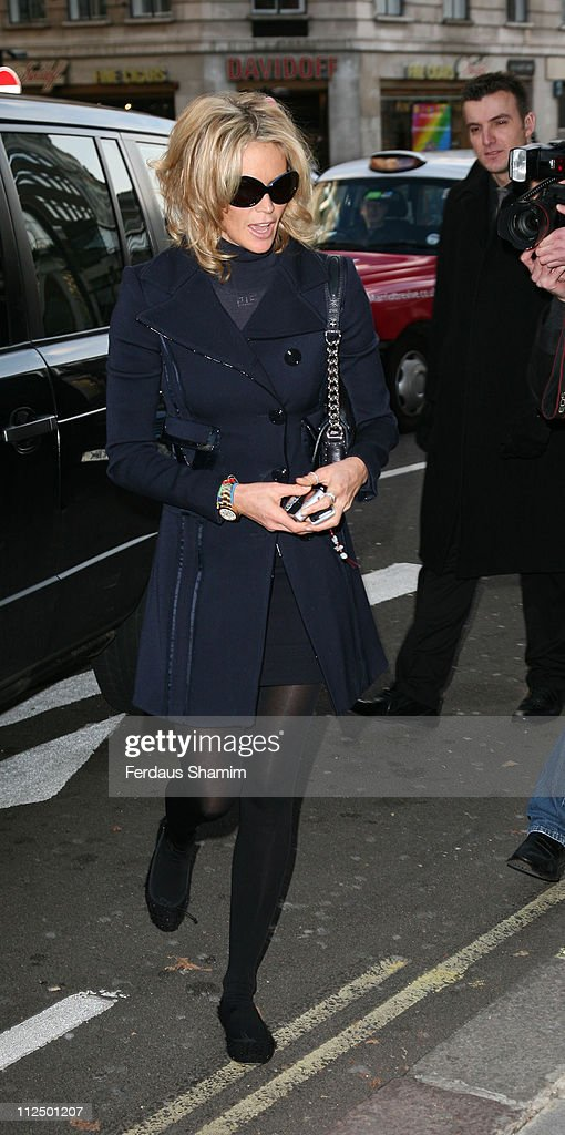 Elle Macpherson during The Old Vic Fundraiser - VIP Lunch - Arrivals at Fifty in London, Great Britain.