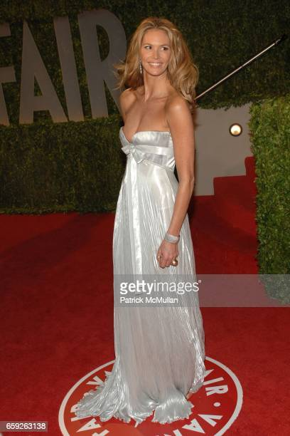 Elle McPherson attends Vanity Fair Oscar Party at Sunset Tower Hotel on February 22 2009 in Los Angeles California