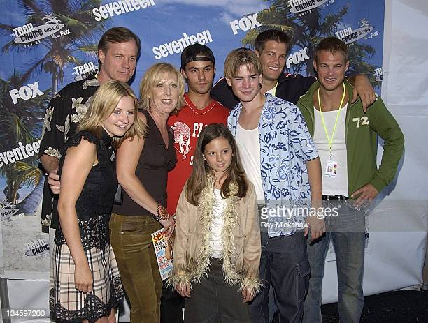 Ellen Abramowitz Publisher of Seventeen Magazine with the cast of '7th Heaven'