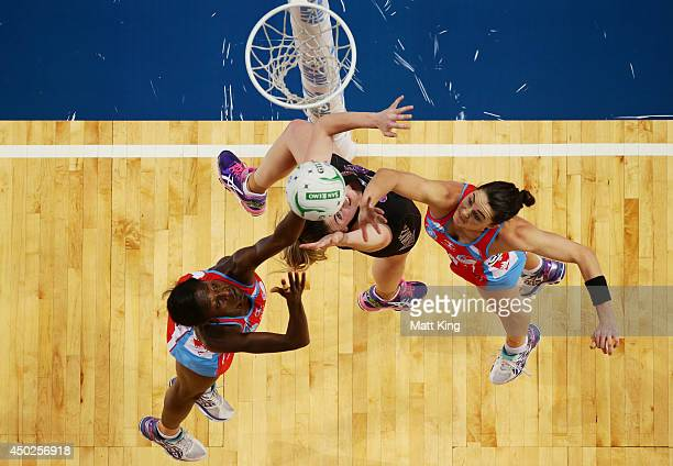 Ellen Halpenny of the Magic competes with Sonia Mkoloma and Sharni Layton of the Swifts during the ANZ Championship Minor Semi Final match between...
