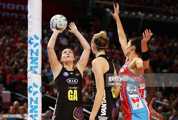 Ellen Halpenny of the Magic shoots during the ANZ Championship Minor Semi Final match between the Sydney Swifts and the Waikato Bay of Plenty Magic...