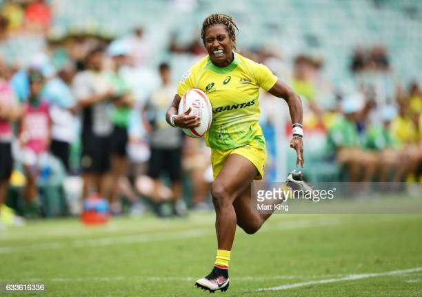 Ellia Green of Australia makes a break during the womens pool match between Australia and South Africa in the 2017 HSBC Sydney Sevens at Allianz...