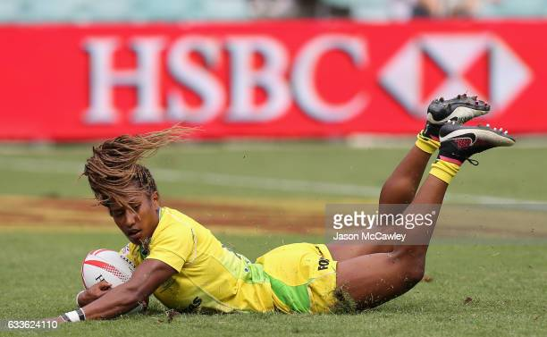 Ellia Green of Australia scoes a try during the pool match between Australia and Ireland in the 2017 HSBC Sydney Sevens at Allianz Stadium on...