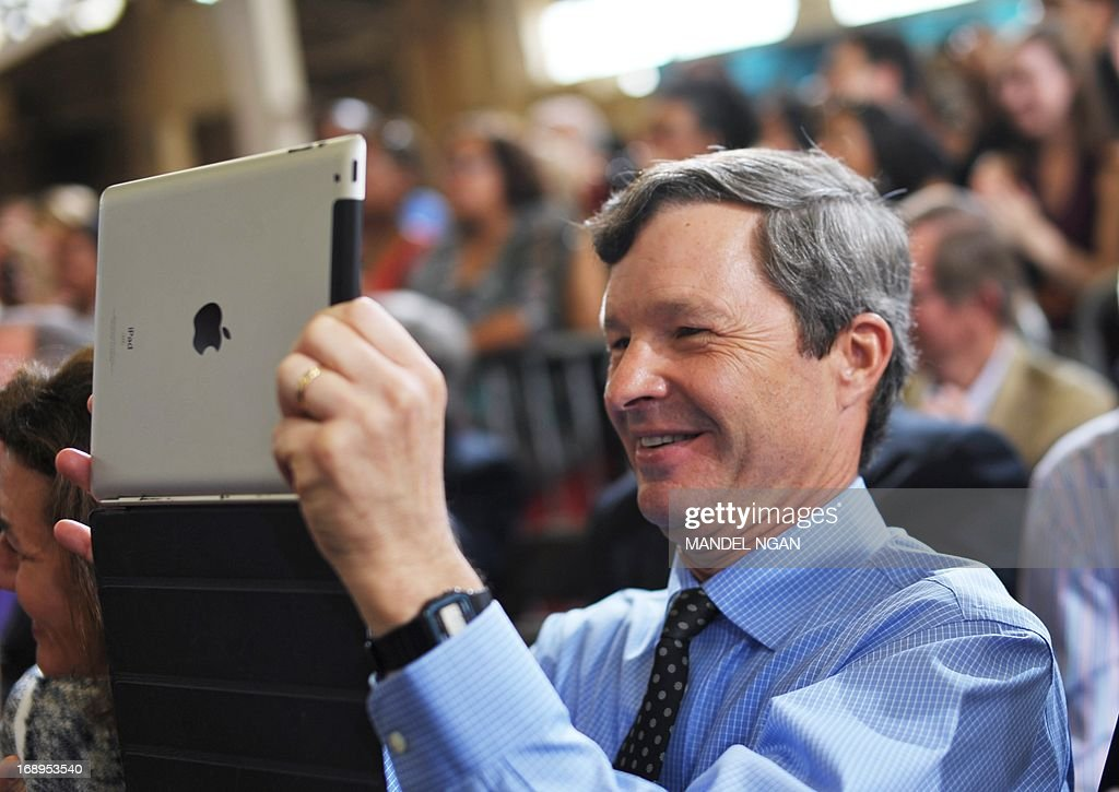 Ellicott Dredges President Peter Bowe uses an ipad as US President Barack Obama speaks following a tour of Ellicott Dredges on May 17, 2013 in Baltimore, Maryland. Obama is visiting Baltimore on what the administration called ' his second Middle Class Jobs and Opportunity Tour'. AFP PHOTO/Mandel NGAN