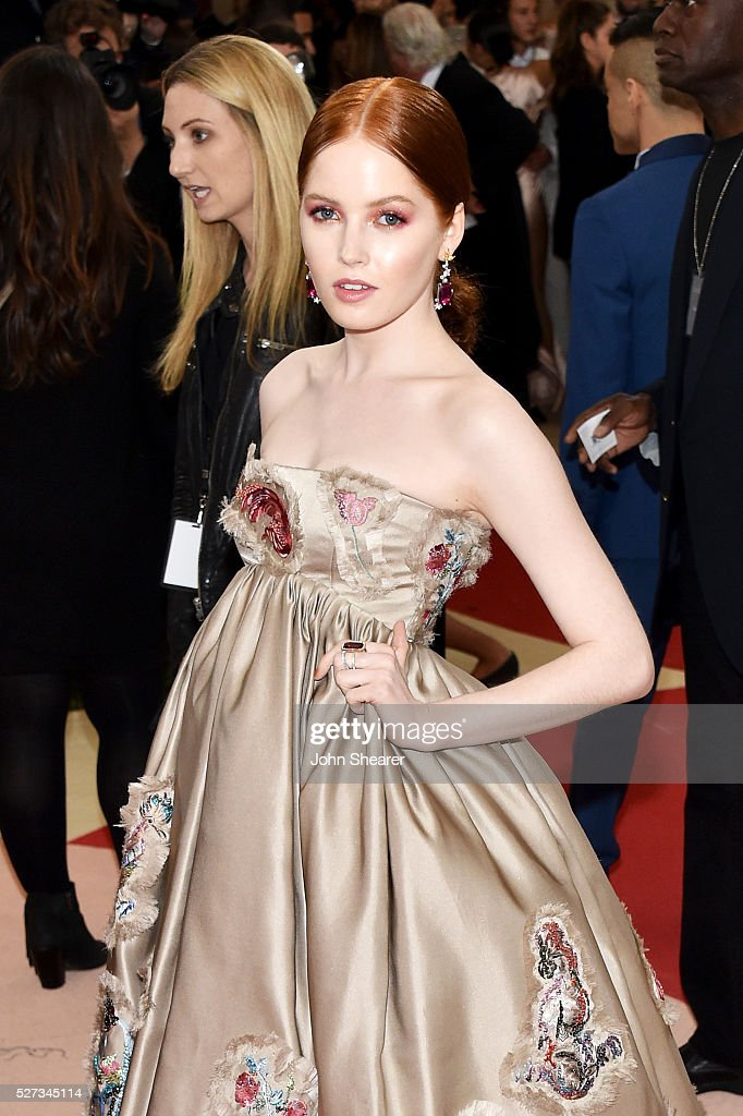 Ellie Bamber attends the 'Manus x Machina: Fashion In An Age Of Technology' Costume Institute Gala at Metropolitan Museum of Art on May 2, 2016 in New York City.