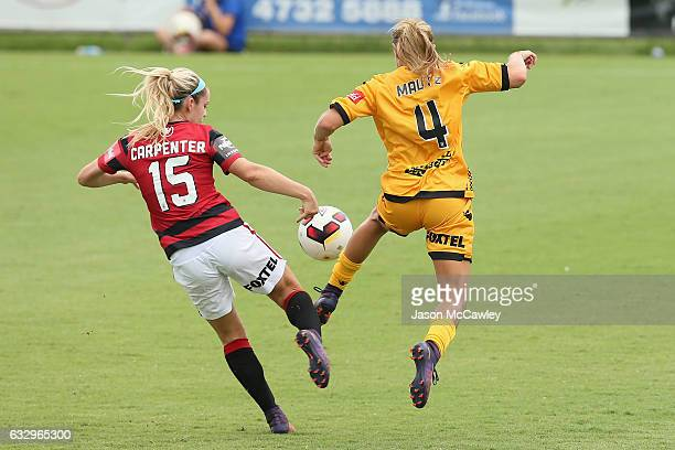 Ellie Carpenter of the Wanderers and Alyssa Mautz of the Glory compete for the ball during the round 14 WLeague match between the Western Sydney...