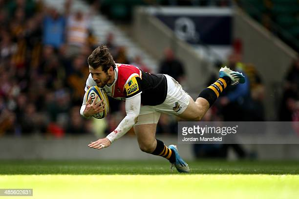 Elliot Daly of London Wasps scores a try during the Aviva Premiership match between London Wasps and Gloucester at Twickenham Stadium on April 19...