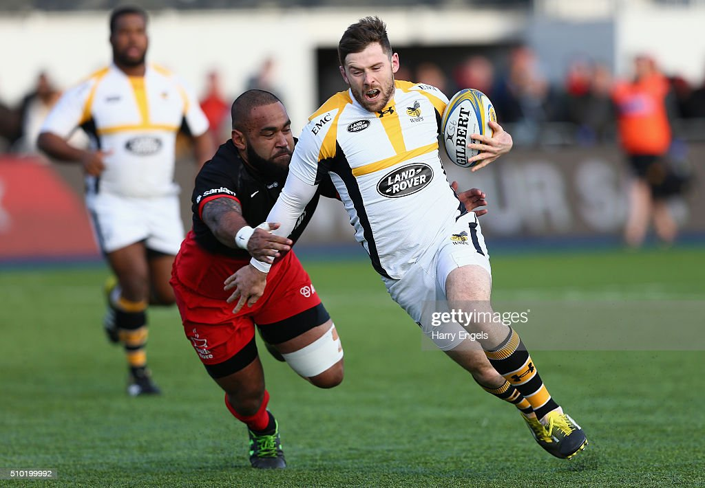 <a gi-track='captionPersonalityLinkClicked' href=/galleries/search?phrase=Jimmy+Gopperth&family=editorial&specificpeople=561375 ng-click='$event.stopPropagation()'>Jimmy Gopperth</a> of Wasps beats the tackle of Samuela Vunisa of Saracens during the Aviva Premiership match between Saracens and Wasps at Allianz Park on February 14, 2016 in London, United Kingdom.