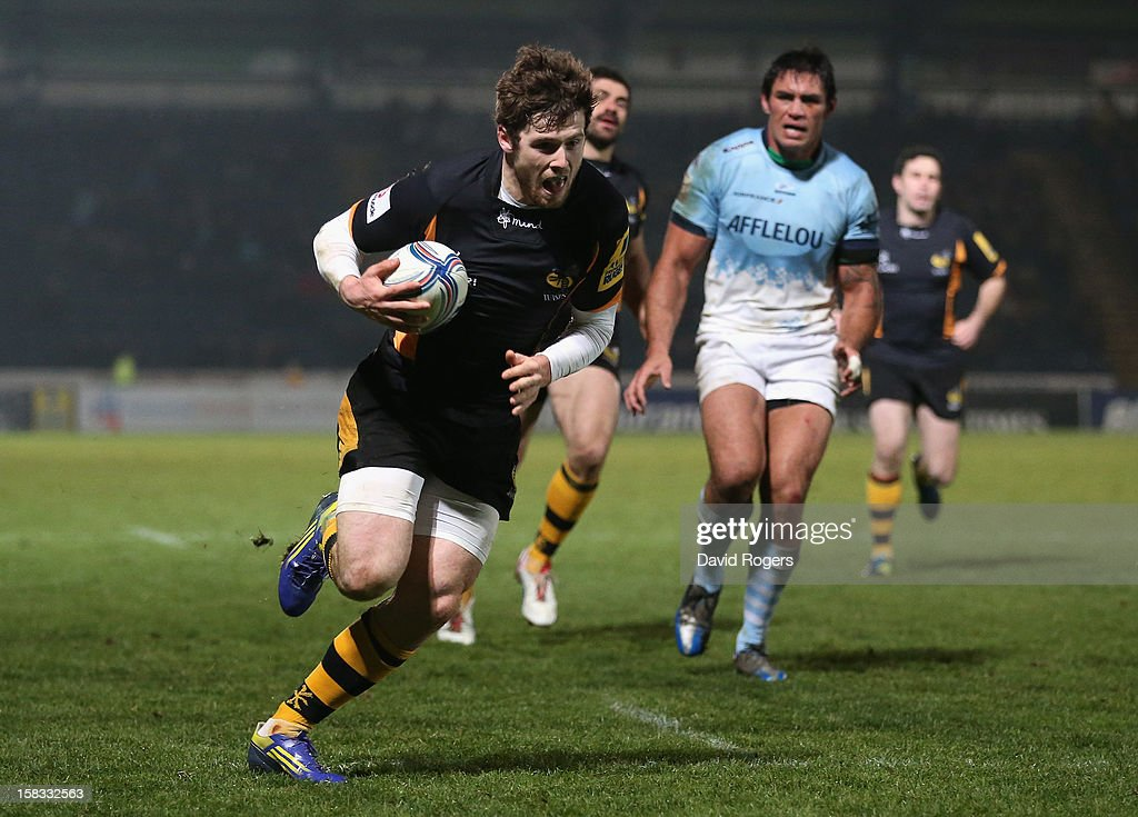 Elliot Daly of Wasps breaks clear to score the first try during the Amlin Challenge Cup match between London Wasps and Bayonne at Adams Park on...