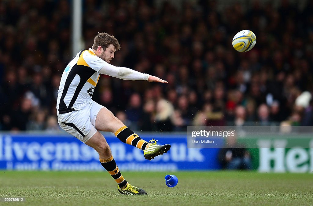 Elliot Daly of Wasps kicks a penalty during the Aviva Premiership match between Exeter Chiefs and Wasps at Sandy Park on May 01, 2016 in Exeter, England.