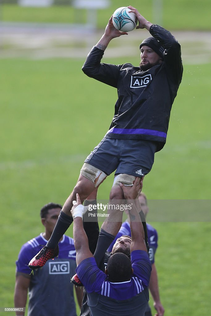 Elliot Dixon of the All Blacks takes the ball in the lineout during a New Zealand All Blacks training session at Trusts Stadium on May 31, 2016 in Auckland, New Zealand.