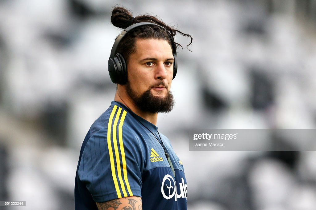 Elliot Dixon of the Highlanders looks on prior to the round six Super Rugby match between the Highlanders and the Rebels at Forsyth Barr Stadium on March 31, 2017 in Dunedin, New Zealand.