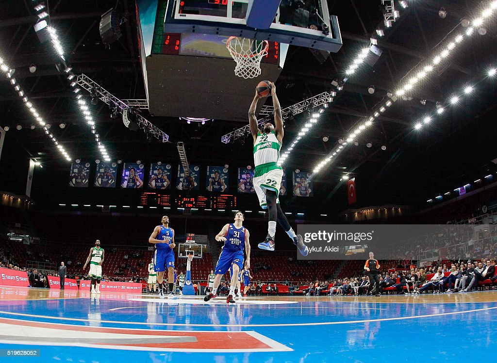 Elliot Williams #22 of Panathinaikos Athens in action during the 20152016 Turkish Airlines Euroleague Basketball Top 16 Round 14 game between Anadolu...