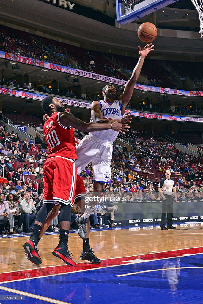 <a gi-track='captionPersonalityLinkClicked' href=/galleries/search?phrase=Elliot+Williams&family=editorial&specificpeople=5042444 ng-click='$event.stopPropagation()'>Elliot Williams</a> #25 of the Philadelphia 76ers shoots against the Milwaukee Bucks on February 24, 2014 at the Wells Fargo Center in Philadelphia, Pennsylvania.