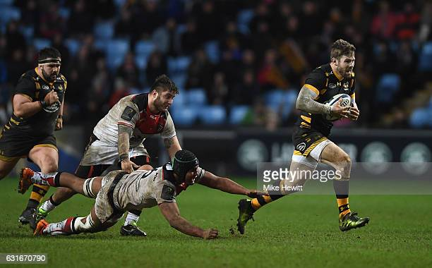 Elliott Daly of Wasps bvreaks through the tackle of Thierry Dusautoir of Toulouse on his way to scoring a solo try during the European Rugby...