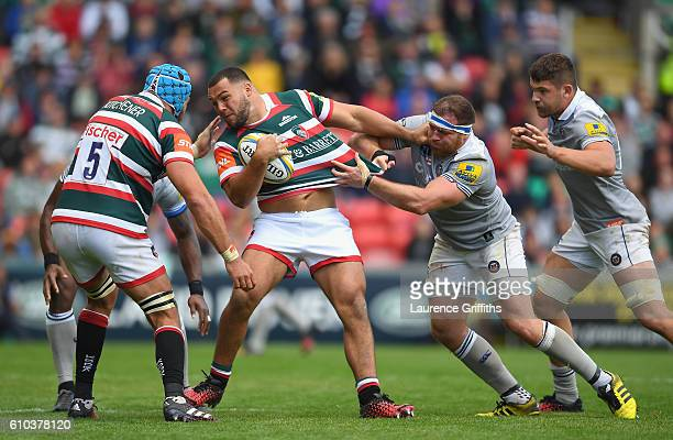 Ellis Genge of Leicester Tigers battles with Henry Thomas of Bath Rugby during the Aviva Premiership match between Leicester Tigers and Bath Rugby at...