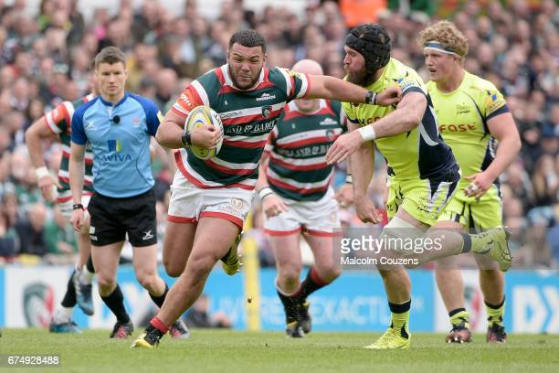 Ellis Genge of Leicester Tigers holds off Bryn Evans of Sale Sharks during the Aviva Premiership match between Leicester Tigers and Sale Sharks at...