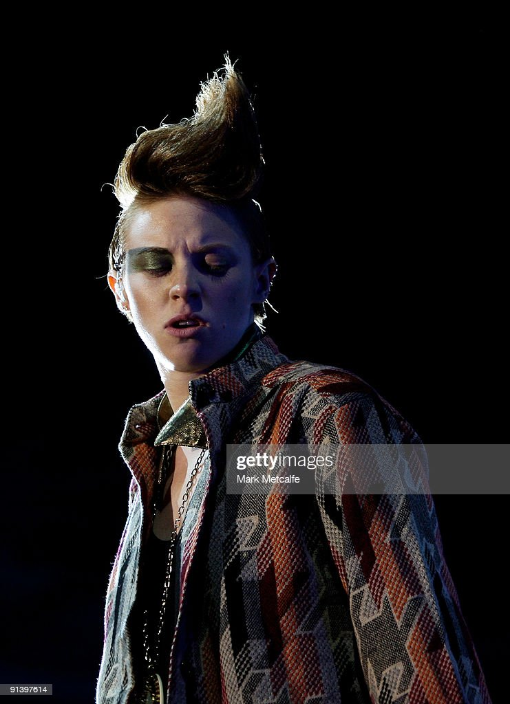 Elly Jackson of La Roux performs on stage during the Parklife Festival at Kippax Lake on October 4, 2009 in Sydney, Australia.