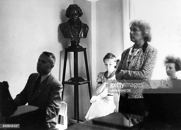 Elly Ney *27091882Musikerin Pianistin Dbeim Unterricht 1940